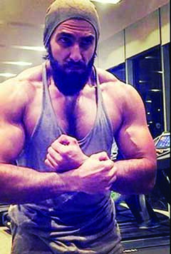 Ranveer goes from being beefy to lean with utmost ease