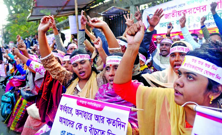 Teachers of non-government primary schools observed a token hunger strike in front of the Jatiya Press Club on Sunday demanding nationalization of their jobs.