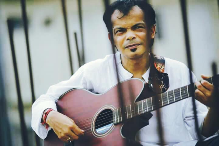 Sumon Kollan dedicates a song to Razzak