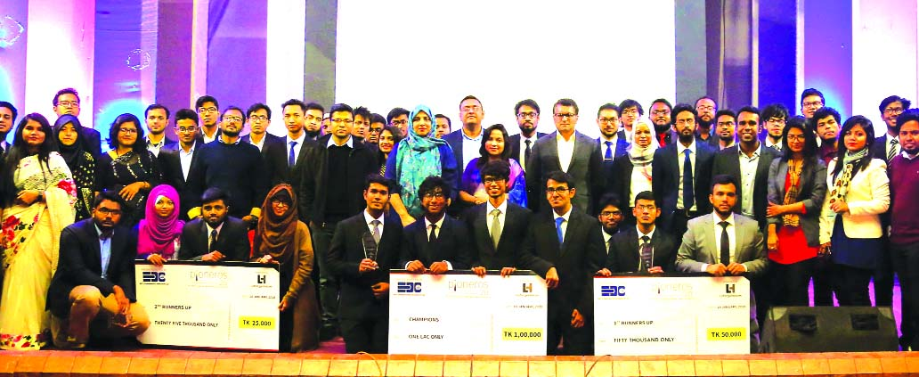 Mohammed Shariful Islam, Human Resources Director of LafargeHolcim Bangladesh Limited, poses with the winners of Business Case Competition 'Pioners-2.0' organized by BUET Entrepreneurship Development Club at BUET auditorium recently. Fahima Shahadat, Head of Infrastructure and Technical Services, Naimul Abedin, Acting Head of Marketing of the company and Syeda Kamrun Ahmed, Director of eGeneration were also present.