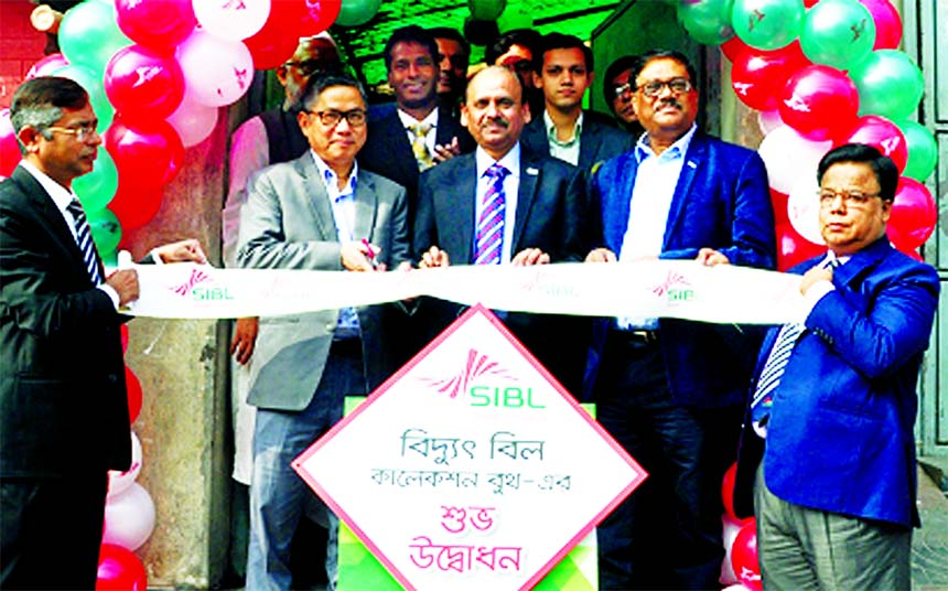 Managing Director of Social Islami Bank Limited, Quazi Osman Ali, inaugurating it's an Electricity Bill Collection Booth at Shaymoli Circle Bhaban in the city on Monday. Engr. Bikash Dewan, Managing Director and Engr. A T M Harun-or Rashid, Executive Director of Dhaka Power Distribution Company among others were also present.