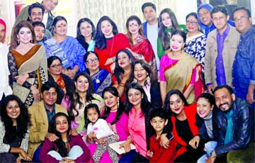 Celebrities' get-together at Richi's shooting house