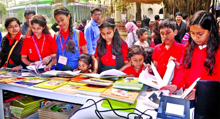 Nat'l committee for stopping Book Fair as Covid cases surge