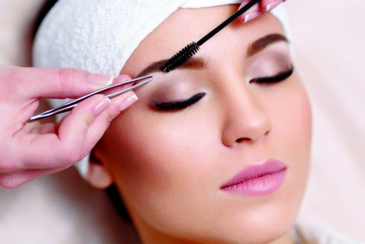 Four oils to thicken your eyebrows naturally