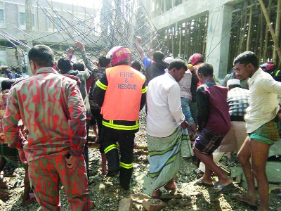 Roof  collapse kills labourer at Gafargaon