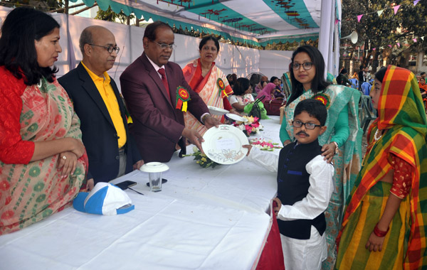 Additional Secretary of Ministry of Information Md Abual Hossain distributes the prize to a winner of the Annual Sports Competition of Baily Preparatory School at Baily Square Officers' Quarter Ground, Baily Road in the city on Saturday.