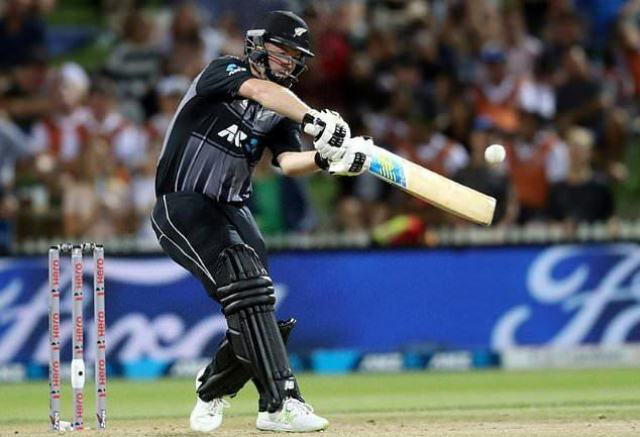 An aggressive Colin Munro belted New Zealand into the Twenty20 tri-series final against Australia despite England claiming their final round-robin match by two runs in Hamilton on Sunday.