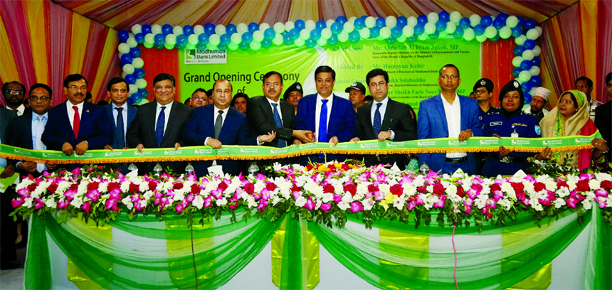 Deputy Minister for the Ministry of Environment and Forests, Abdullah Al Islam Jakob, inaugurating the Shibpur Branch of Modhumoti Bank Limited at Shibpur in Narsingdi recently as chief guest. Humayun Kabir, Chairman of the Board of Directors, Barrister Sheikh Fazle Noor Taposh, MP, EC Chairman, Md. Shafiul Azam, Managing Director, Ferdousi Islam, Director of the bank and local elites were also present.