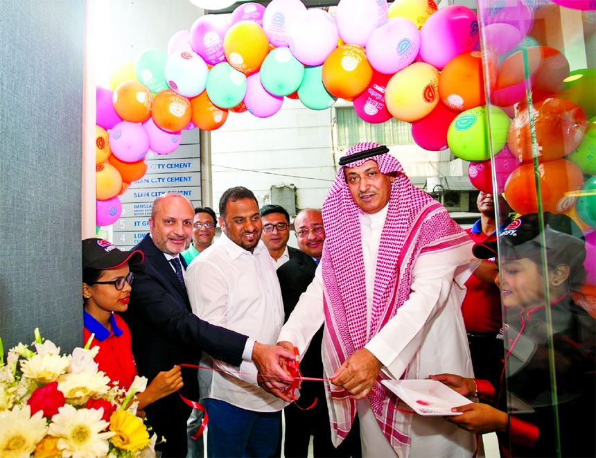 Saudi Ambassador Abdullah Al Mutairi, inaugurating the 2nd branch of Herfy, Arabian Halal Food at Road No-11 of Banani Area in the city recently. Chairman Mohammad Abdul Hai, Managing Director Abdullah Al Mamun, Marketing Manager Azam and Technical Manager of Saudi Arabia Herfy Esha Muhammad were also present.