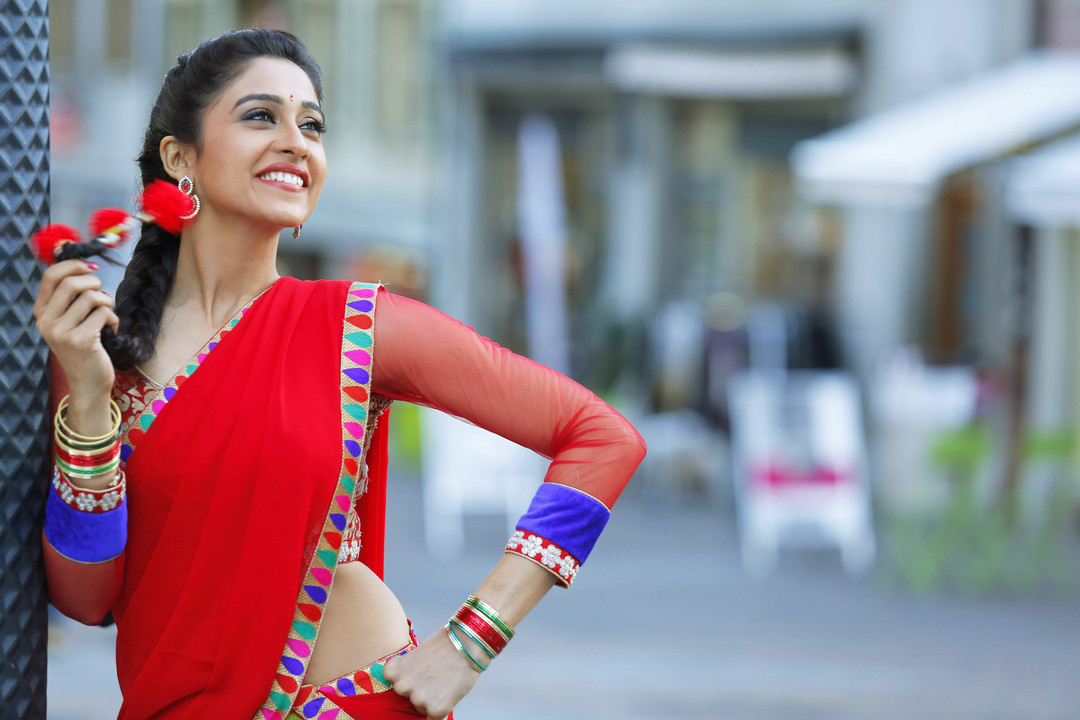 Regina Cassandra to make Bollywood debut