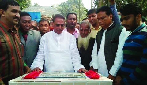 MADHUKHALI(Faridpur):  Md Abdur Rahman MP laid down the foundation stone of a  bridge over Chandona- Barashiya River at Madhukhali Upazila as Chief Guest on Sunday.