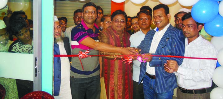 NOAKHALI:  The 16th show room of Polly Cable Industry  Ltd was inaugurated at Chowmohoni Morshed Alam Complex on  Sunday.  Among others, Md Mahbubul Alam, AGM, Sales and Marketing of Noakhali District  of Polly Cable Industry  Ltd, and Md Gias Uddin Mithu, founder, President of Begumganj  Upazila Press Club  were present in the programme.
