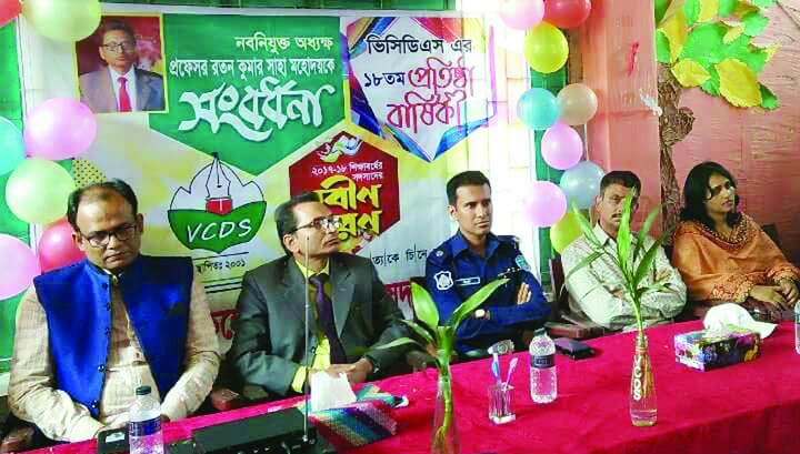 COMILLA: A discussion meeting was held in observance of the 18th founding anniversary of Victoria College Debate Association and welcoming  Prof Ratan Kumar Saha, newly -appointed  VC of Victoria Government College on Tuesday.