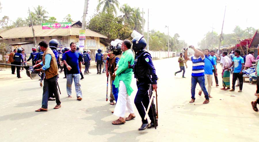 75 injured in clash with cops:70 arrested: BNP`s demo in districts foiled