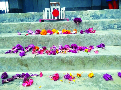 MELANDAH(Jamalpur): Students of Kangalkusha Government Primary School at Melandah Upazial placed flower tribute to the language martyrs at the Shaheed Minar  made by themselves on Wednesday.