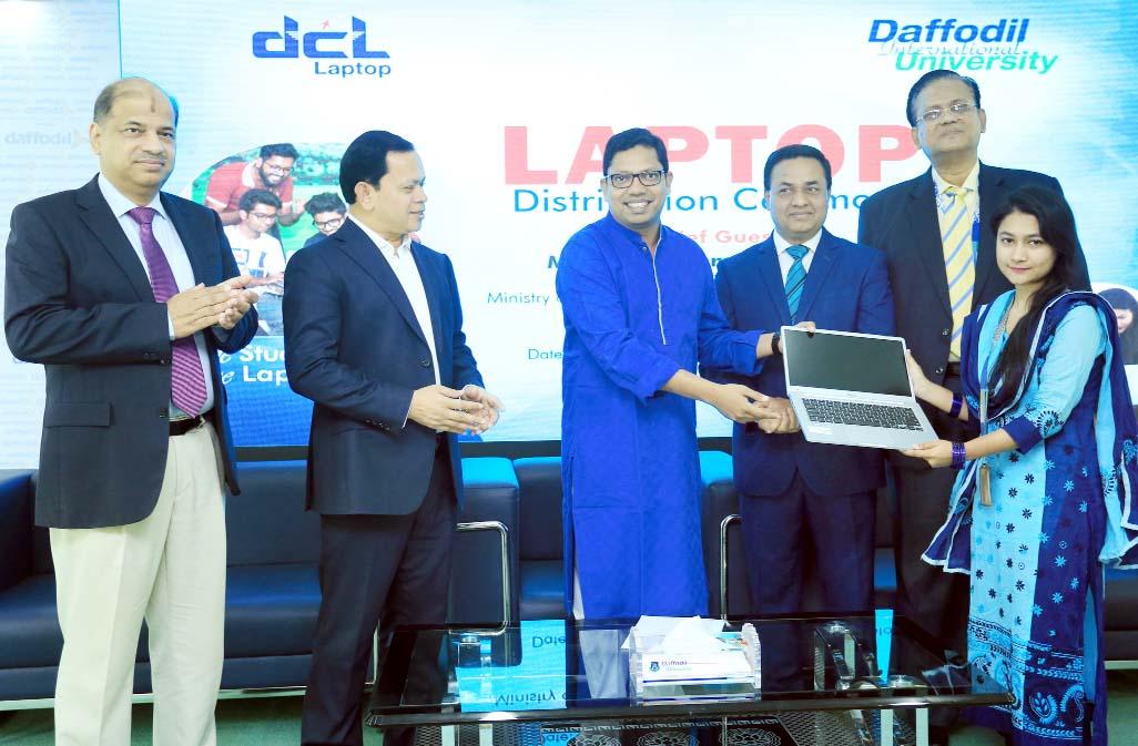 Students receive free laptops at DIU
