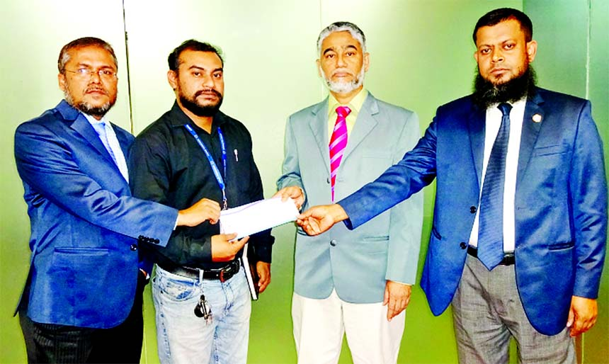 Talukder Md. Zakaria Hossain, CEO of Union Insurance Company Limited, handing over a Claim Settlement Cheque to the client of representative of M/s Sanowara Group of Companies against insurance policy at its head office in the city recently. Md. Iqbal Rashidi, Company Secretary and Mohd. Azad Hossain, Head of Claim of the company were also present.
