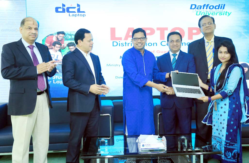 Students receive free laptops at DIU