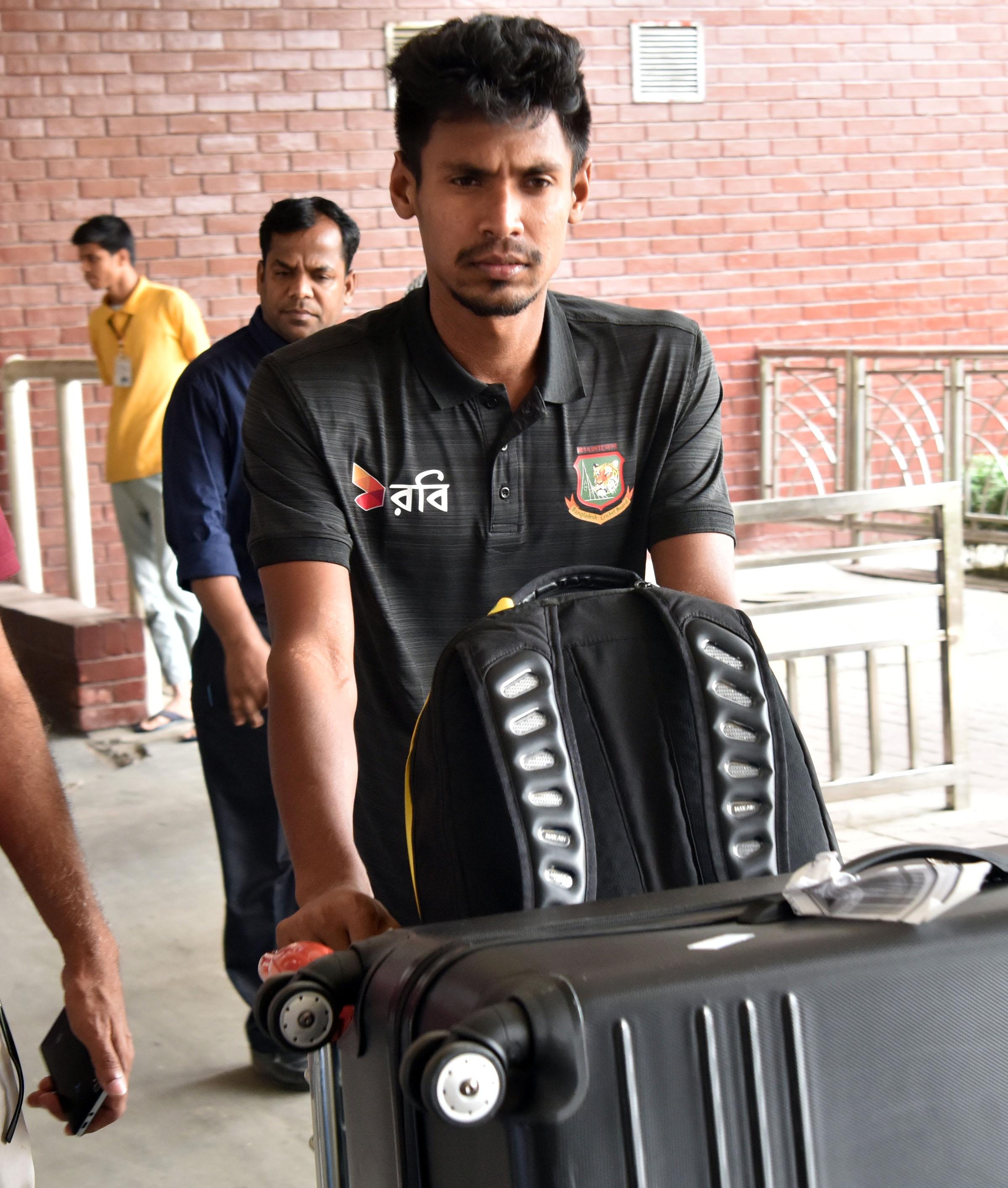 Bangladesh cricket team return home