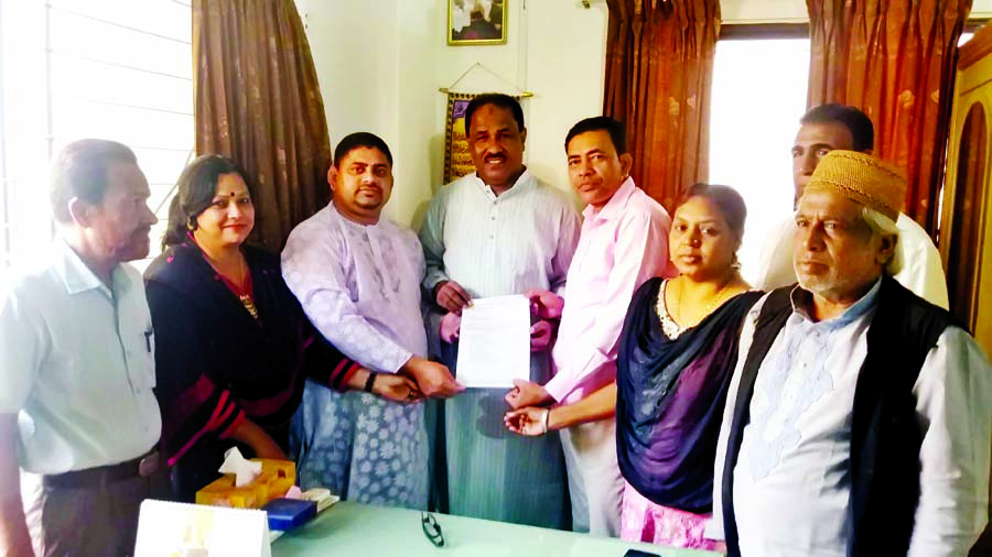 National Congress Bangladesh (NCB) Chairman Professor Kazi Saber Ahammad Sabir handing over candidates list for 50 constituencies in the next parliamentary election, to Nationalist Democratic Front (NDF) alliance Chairman Sheikh Salah Uddin on Monday.