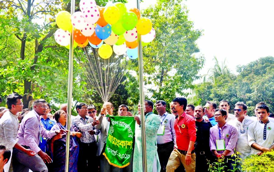 Former Vice-Chancellor of Dhaka University Dr. AK Azad Chowdhury, among others, at the inaugural ceremony of a programme on the debut of 'Green Environment Movement' on the premises of Public Library in the city on Tuesday.