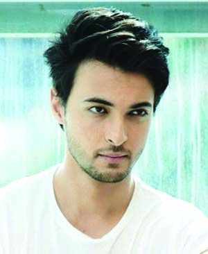 Aayush Sharma receives love on the sets of Loveratri!