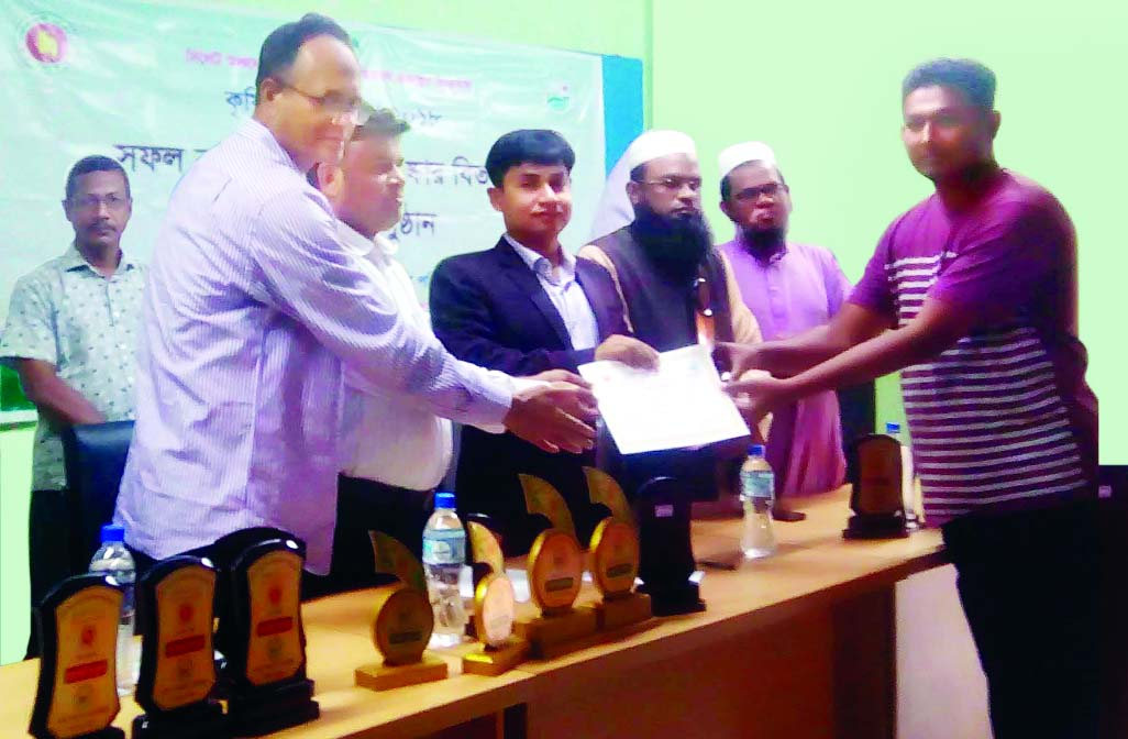 SYLHET:  Prodip Singho, UNO, Balaganj Upazila giving prize to Md Tipu Sultan  as  the best agriculture organiser and farmer at the concluding programme of Agriculture and Technology Fair recently .