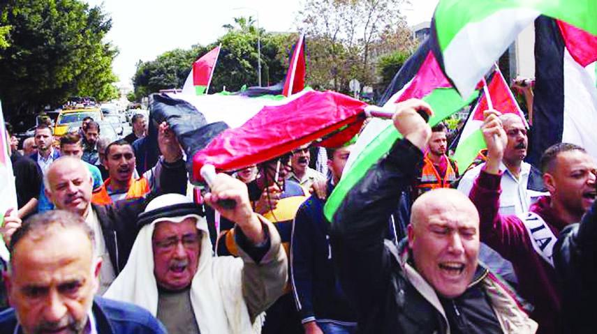 Palestinians march to return to Gaza