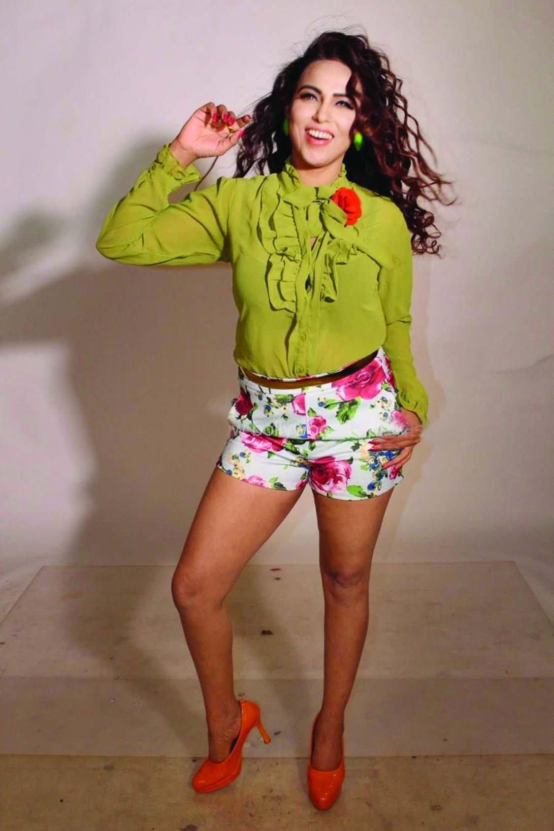Fashion Diva Myrra Khan steps in a new territory
