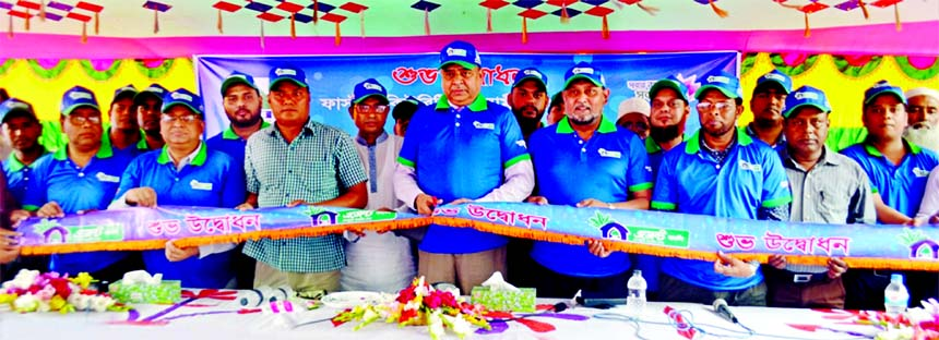 Syed Waseque Md Ali, Managing Director of First Security Islami Bank Limited, inaugurating its Agent Banking outlet at Chhatiantola Bazar in Bagharpara in Jashore on Sunday. Md. Mustafa Khair, DMD, Md. Abdur Rashid, Khulna Zonal Head, Md. Faridur Rahman Jalal, VP of Agent Banking and Mobile Banking Division of the bank and local elites were also present.