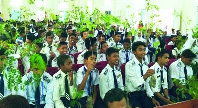 RANGPUR: Social organisation 'Poribartan Chai' launched  the '100 Sobuj School Gori Campaign -2018'by distributing saplings among the students of Rangpur  Shishu Niketon School and Holy Child Public School at a function  on Saturday.