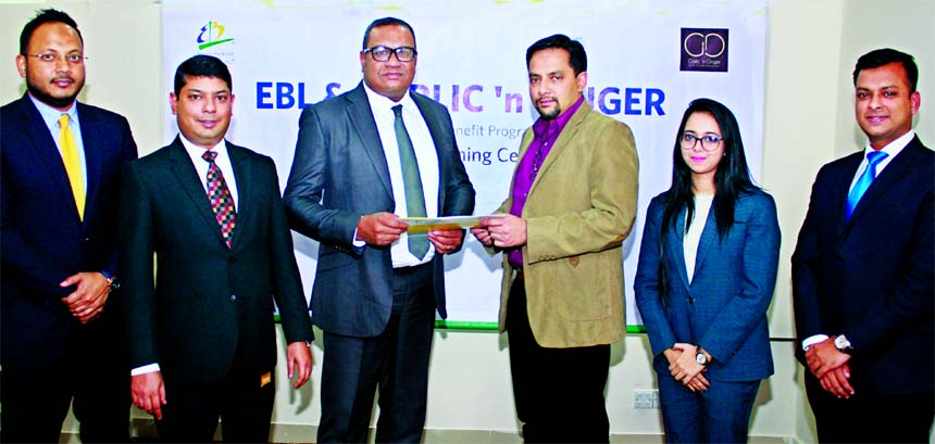 M Khorshed Anowar, Head of Retail Banking of Eastern Bank Limited (EBL) and Md. Mahtabul Amin, CEO of SR Group, exchanging an agreement signing documents at the banks head office recently. Under the deal, SR Group will offer 15 percent discount to EBL Cardholders at their Garlic Ginger Restaurant at Jamuna Future Park in the city.