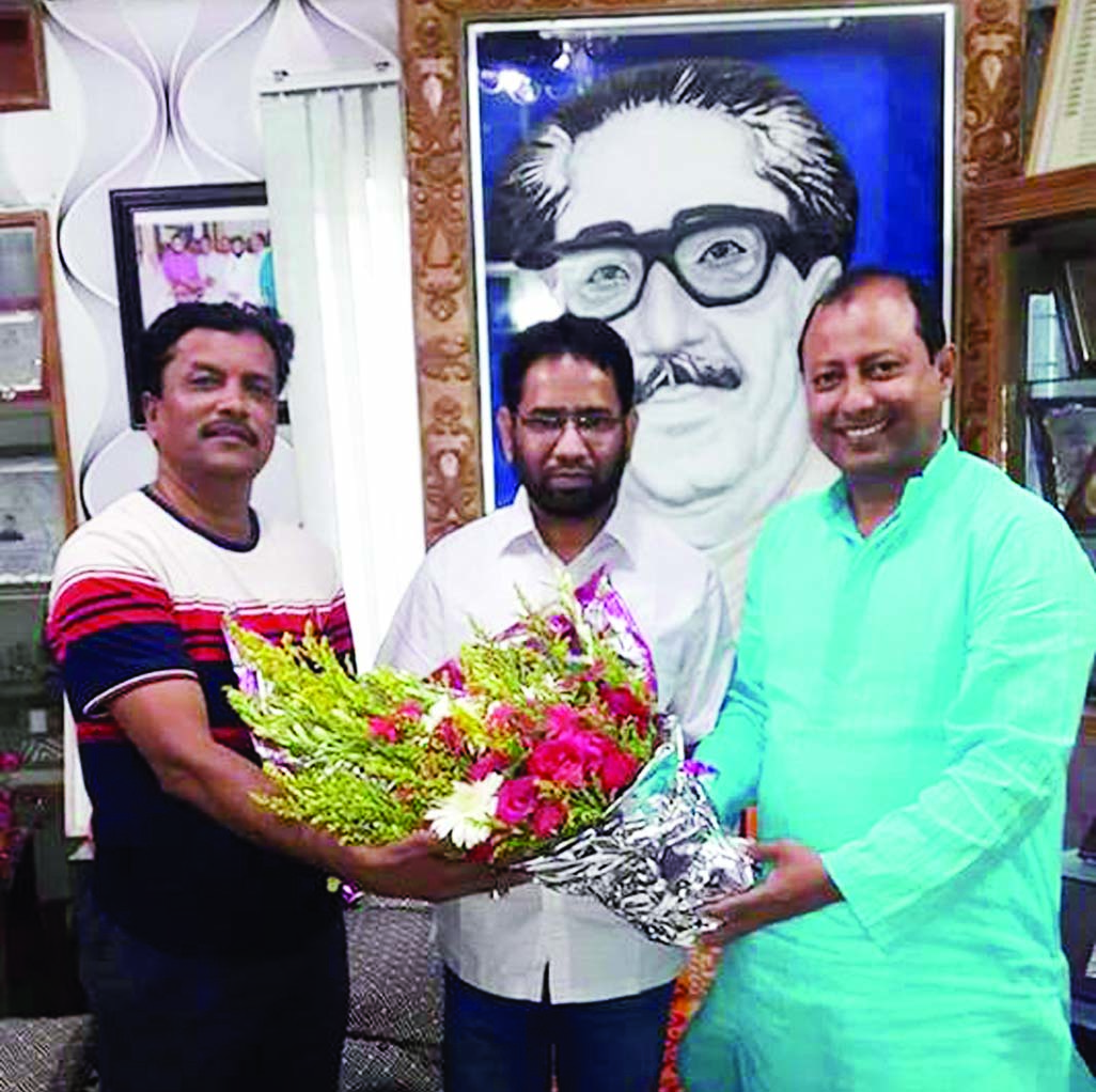 President of Dhaka Metropolitan Awami Jubo League Mainul Hossain Khan Nikhil and General Secretary Ismail Hossain greeted newly made In-charge of Acting President of Dhaka North Jubo League Sabbir Alam Litu with bouquet at Jubo League Central office in the city's Bangabandhu Avenue recently.