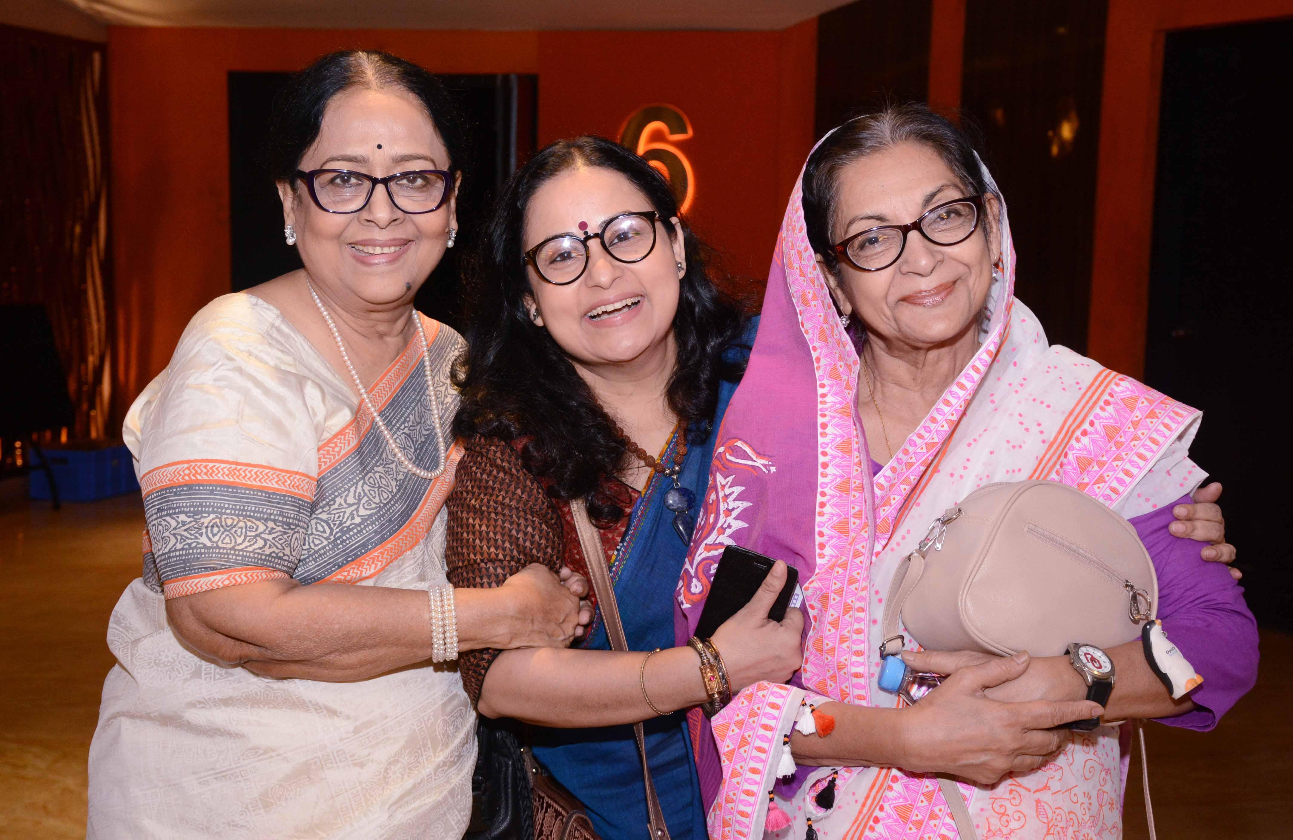 Sharmily, Mimi, Dilara in a frame