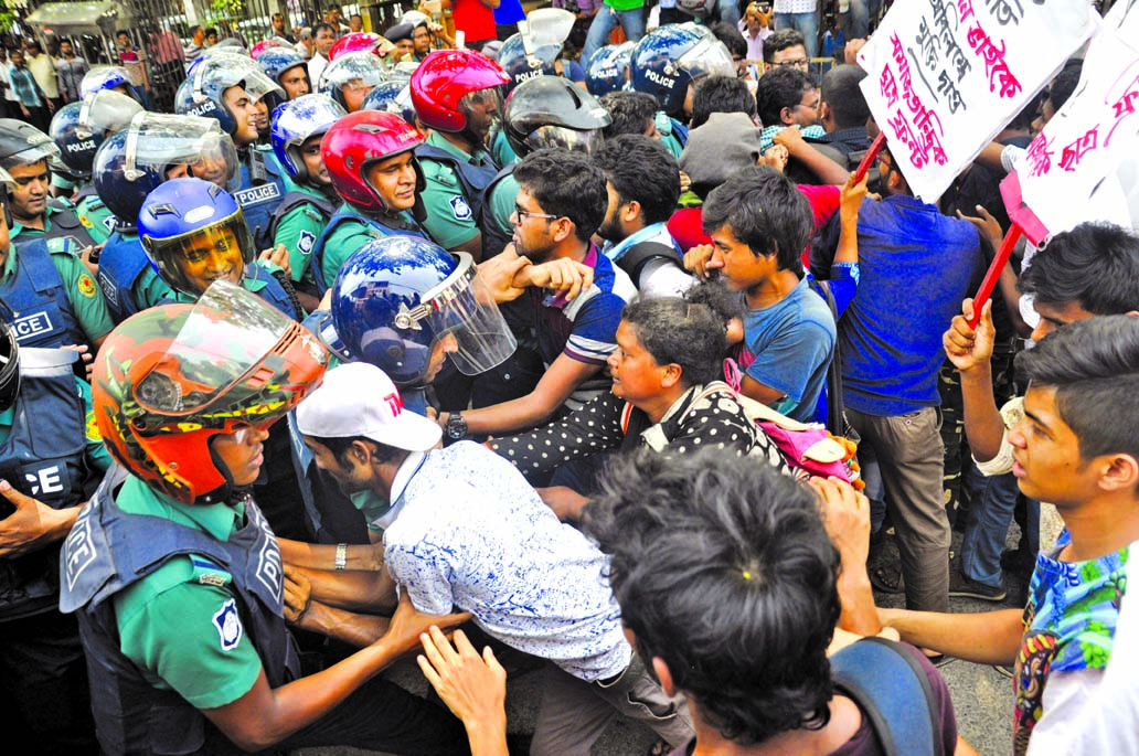 The activists of the `Student Front` scuffled with police when they tried to proceed towards Home Ministry on Wednesday demanding release of its President Imran Habib and other leaders and workers. This photo was taken from the road behind Jatiya Press Club.
