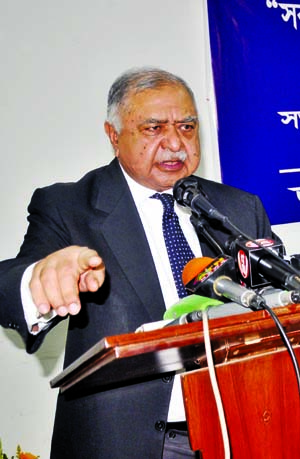 Govt using court to avoid defeat: Dr Kamal