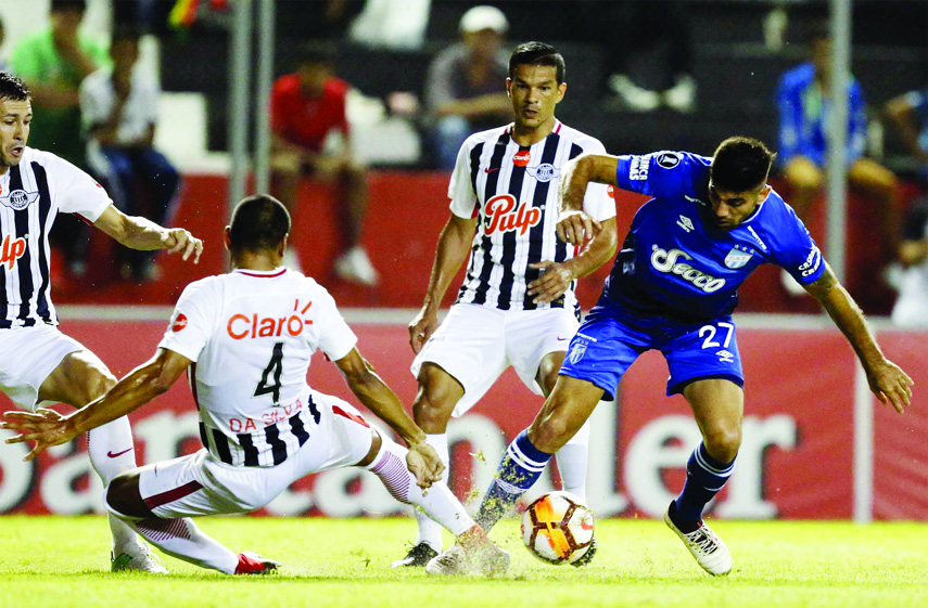 Striker Leandro Nicolas Diaz of Argentina's Atletico Tucuman fights for the ball with defender Paulo Da Silva of Paraguay's Libertad during a Copa Libertadores soccer match, in Asuncion, Paraguay on Thursday.