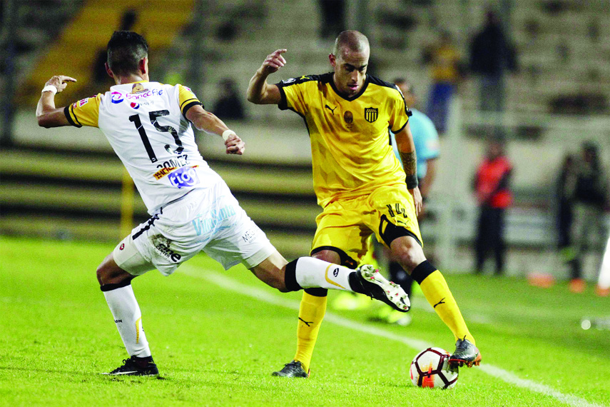 Richet Gomez of Bolivia's The Strongest (left) fights for the ball with Guzman Pereira of Uruguay's Penarol during a Copa Libertadores soccer game in Montevideo, Uruguay on Thursday.