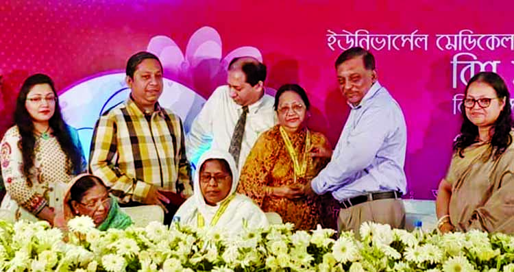 Home Minister Asaduzzaman Khan Kamal MP distributing 'Ratno Gorbo Award' organised by Ayasha Mahtab Universal Medical College and Hospital  at a function on the occasion of World Mothers' Day at Rawa Convention Centre yesterday