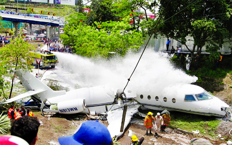 Pvt jet splits in half as it crashes in Honduras