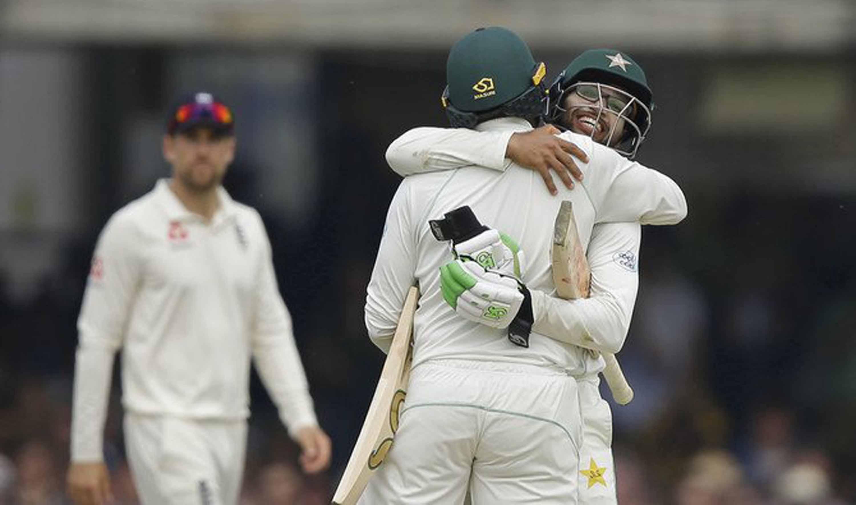 Pakistan thrash England to win 1st Test