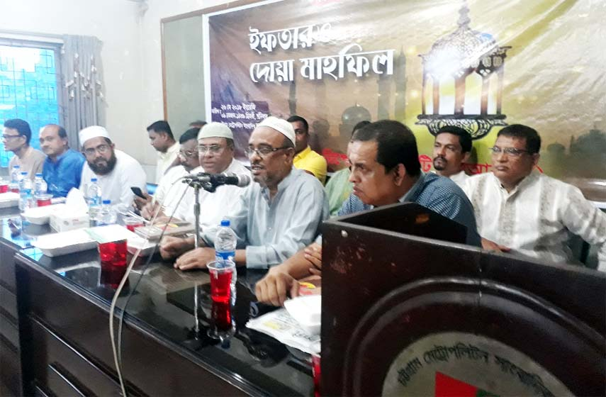 Former Member of World Press Council  journalist Moinuddin Kadri Showkat was present as Chief Guest  at  an Iftar Mahfil arranged by Chattogram Reporters Unity at Metropolitan  Sangbadik Union Auditorium on Saturday.