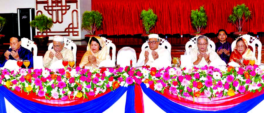 President M Abdul Hamid  hosted an iftar in honour of the Prime Minister, Speaker, Chief Justice (CJ), Cabinet members, MPs, foreign diplomats, eminent citizens, and senior civil and military officials at Bangabhaban yeserday.