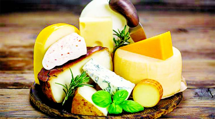 Cheese is a versatile ingredient and can be used to cook up different evening snacks like a tart or a cheese potato stick. Chef Ranveer Brar and Theo's head chef Gaurav Wadhwa and head chef of Mystery of Spice, Anvesh share some quick and easy recipes