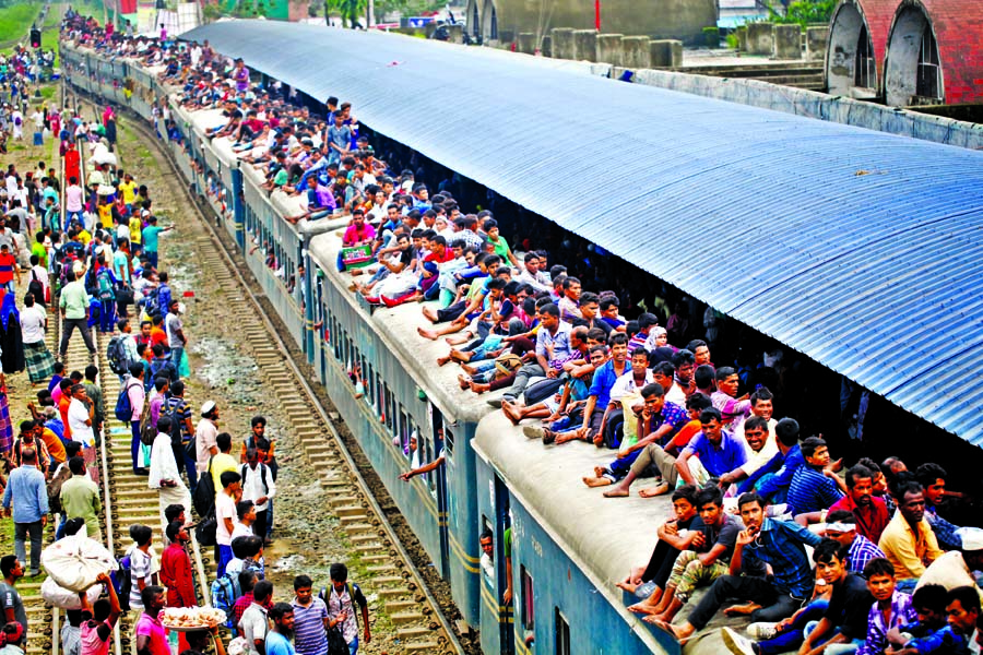 Huge rush at rly stations, bus-launch terminals