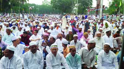 MODHUKHALI(Faridpur): Musullies offering Eid- ul- Fitr namaj at Madhukhali Central Eidgah premises on Saturday.