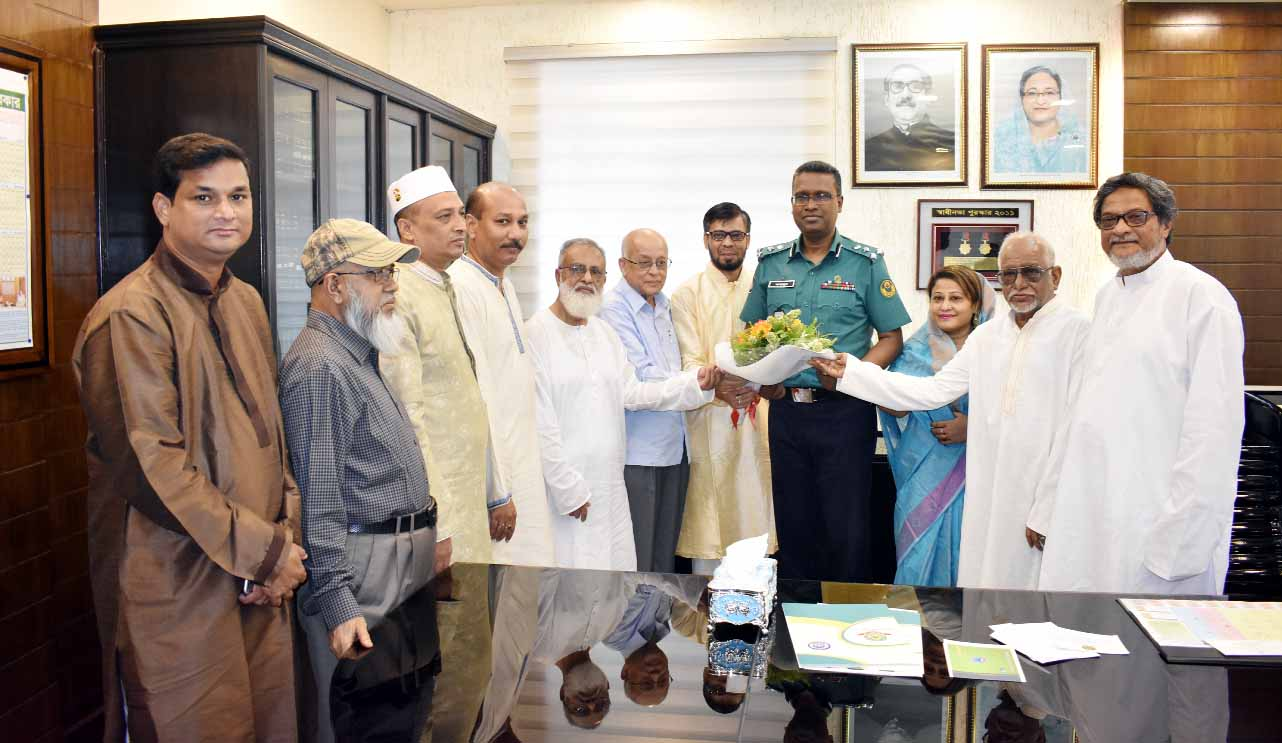 Md Mahbubur Rahman, newly-appointed Police Commissioner of Chattogram Metropolitan Police was accorded a reception by Anjuman-e-Mofidul Islam, Chattogram on Monday at the office room of CMP, Chattogram. Senior Vice President and Editor of Daily Azadi MA Malek, Vice President and Additional Police Commissioner Masud -ul -Hasan also present during the programme.
