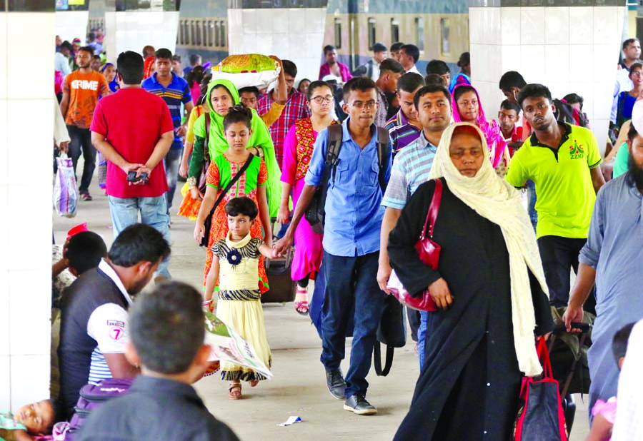 Eid holidaymakers start returning to city