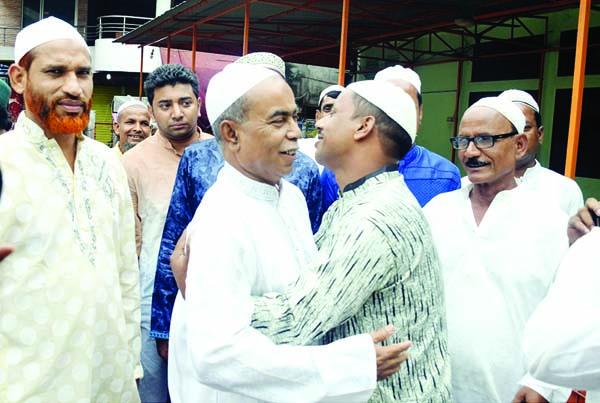 RANGPUR: Md Mustafizur Rahman Mustafa, Mayor,  Rangpur City Corporation exchanging Eid greetings on Saturday.