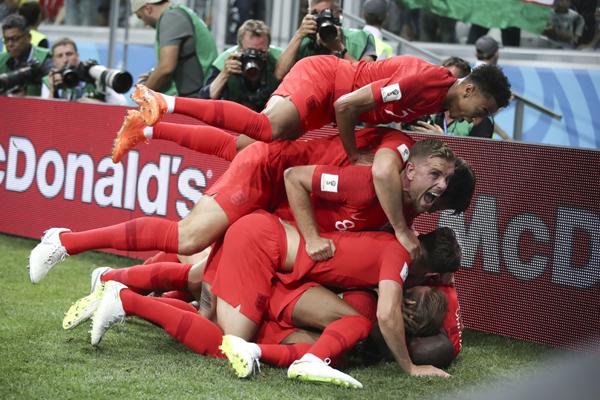 England beat Tunisia 2-1